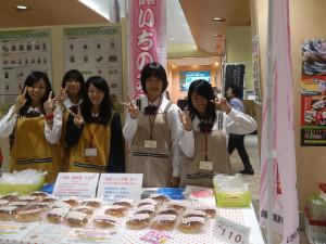 木曽川高校の生徒が販売した「一宮はちみつクリームパン」